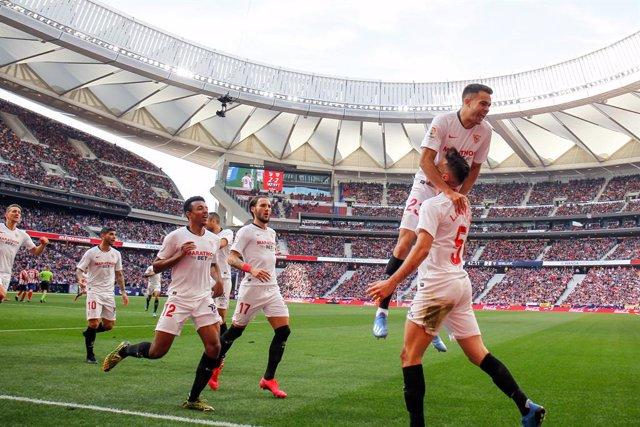 Fútbol.- Los jugadores del Sevilla alcanzan un acuerdo con el club para reducir