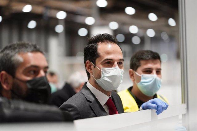 Imagen de recurso del vicepresidente de la Comunidad de Madrid, Ignacio Aguado, durante su visita al hospital provisional de Ifema.