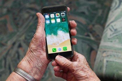 Movistar prioriza a las personas mayores en sus servicios telefónicos de información y averías