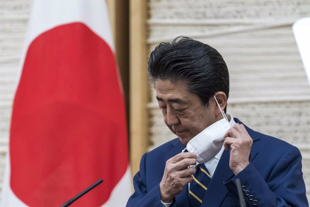 Coronavirus.- El primer ministro de Japón ampliará a todo el país el estado de e