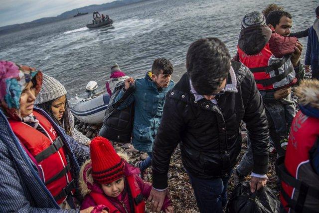 Coronavirus.- Grecia trasladará a la parte continental a casi 2.400 migrantes de