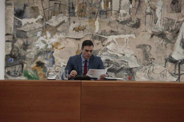 El presidente del Gobierno, Pedro Sánchez, preside la reunión del Comité Técnico de Gestión del COVID-19 en los inicios del segundo mes de confinamiento por la crisis sanitaria en el país, en Madrid (España), a 16 de abril de 2020.