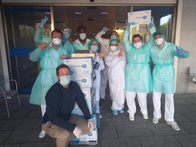 Profesionales sanitarios del CAP Sant Andreu (Barcelona) reciben el suministro de agua de Aquaservice
