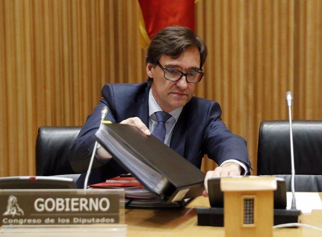 El ministro de Sanidad, Salvador Illa, a su llegada a la comparecencia ante la Comisión de Sanidad en el Congreso de los Diputados para explicar la situación que atraviesa España por el coronavirus
