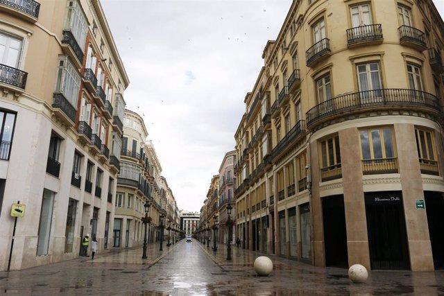 La calle Larios sin transeúntes durante el segundo día laborable del estado de alarma a causa de la pandemia del nuevo coronavirus (COVID-19). En Málaga, (Andalucía, España), a 17 de marzo de 2020.