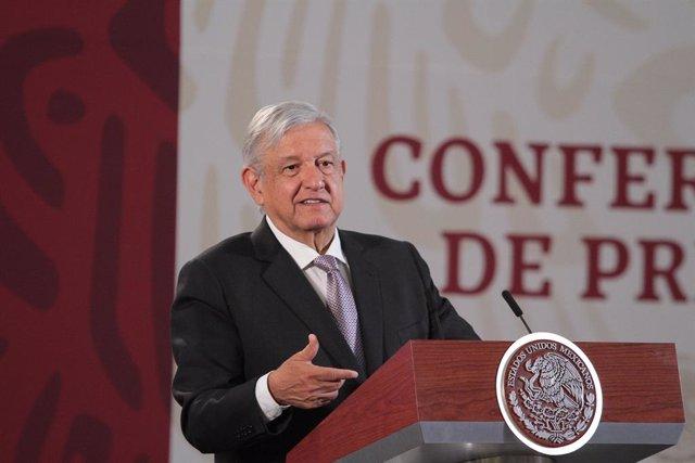 Coronavirus.- López Obrador anuncia que clases y actividad laboral en México se