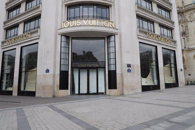 Francia.- Louis Vuitton factura 10.596 millones hasta marzo, un 15% menos, y red