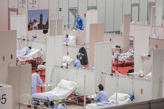 Sanitarios y enfermos distribuidos en el interior del Hospital de Campaña de IFEMA habilitado para pacientes con Covid-19, en el día 33 del estado de alarma. En Madrid, (España), a 16 de abril de 2020.