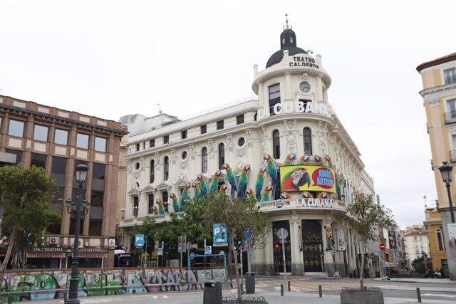Fachada del Teatro Calderón en la Plaza de Jacinto Benavente, en Madrid