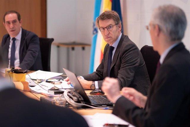 El titular del Gobierno gallego preside la reunión del Consello
