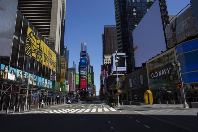 NEW YORK, NY - APRIL 06: A near empty street in Times Square on April 6, 2020 in New York City. The COVID-19 death toll in the U.S. Is approaching 10,000. (Photo by Kena Betancur/Getty Images)