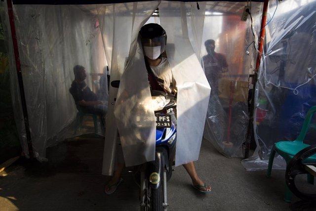 Coronavirus.- Indonesia pone en marcha un plan para repatriar a extranjeros dura