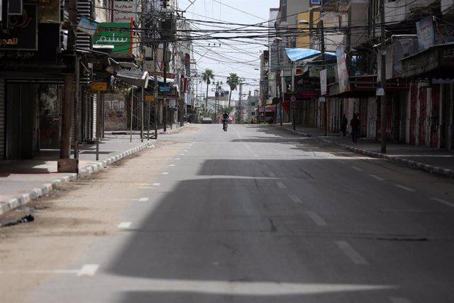 Una calle vacía en Gaza.