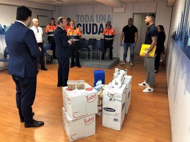 El capitán de la UD Las Palmas, Aythami Artiles, ha entregado, en nombre de toda la plantilla del conjunto canario, material sanitario al Ayuntamiento de Las Palmas de Gran Canaria