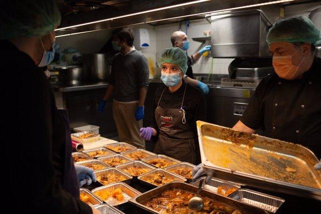 Coronavirus.- Prestigiosos chefs de Barcelona cocinan para sanitarios y personas