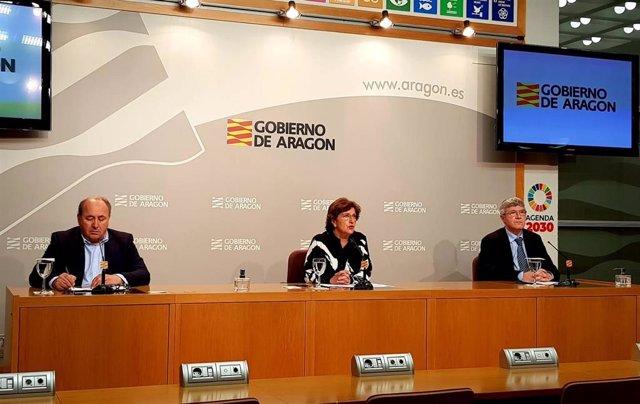 El director gerente del IASS, Joaquín Santos, la consejera del Departamento de Ciudadanía y Derechos Sociales, Mariví Broto, y el seceretario general técnico, Jose Antonio Jiménez