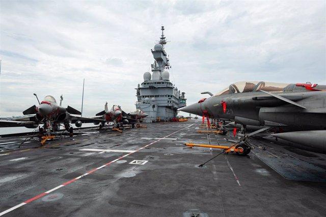 Aviones Rafale en la cubierta del portaaeronaves francés 'Charles de Gaulle'