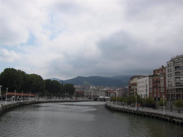 Imagen de Archivo. Cielo nuboso en Bilbao