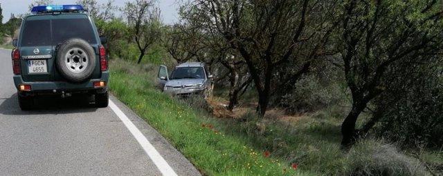 Un vehículo se sale de la vía y choca contra un árbol en Cintruénigo