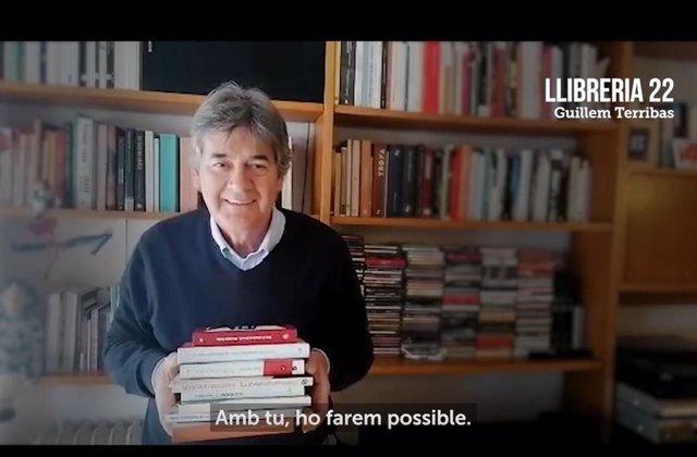 Fotograma del spot de la campaña Llibreries Obertes, que ha asumido mnium Cultural.
