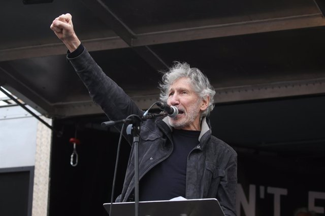 22 February 2020, England, London: Pink Floyd bassist Roger Waters speaks to crowds gathered in Parliament Square in Westminster, protesting Julian Assange's imprisonment and extradition. Photo: Isabel Infantes/PA Wire/dpa