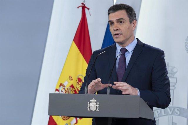 El presidente del Gobierno, Pedro Sánchez, durante una rueda de prensa tras la videoconferencia con los presidentes autonómicos y tras el inicio de la nueva prórroga del estado de alarma, después de que el Consejo de Ministros lo aprobara el viernes pas