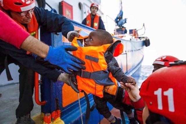 Europa.- El 'Aita Mari' trasladará a 34 personas rescatadas a una embarcación it
