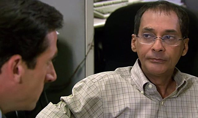 Ranjit Chowdhry y Steve Carell en The office