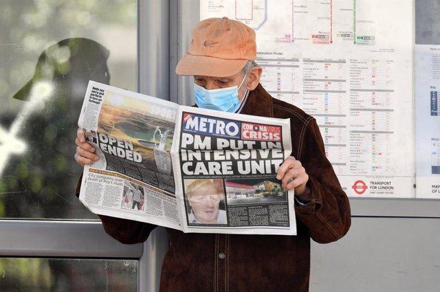 """Coronavirus.- Boris Johnson """"se está recuperando bien y está de buen humor"""" tras"""