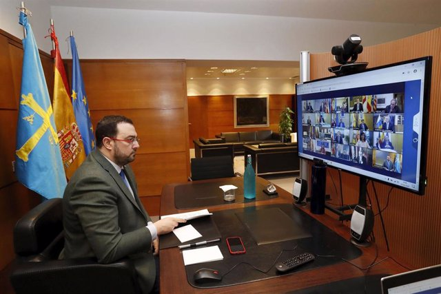 El presidente del Principado, Adrián Barbón, participa en la conferencia de presidentes telemática.