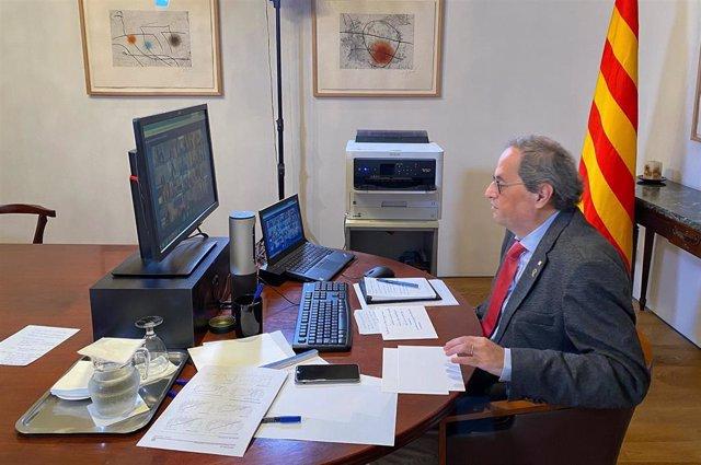 El presidente de la Generalitat, Quim Torra, durante la sexta videconferencia de presidentes autonómicos por el coronavirus, a 19 de abril de 2020.