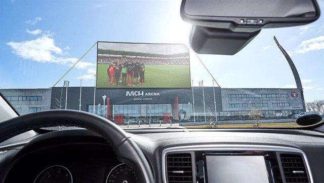 Fútbol.- El Midtjylland danés planea montar un autocine junto a su estadio para
