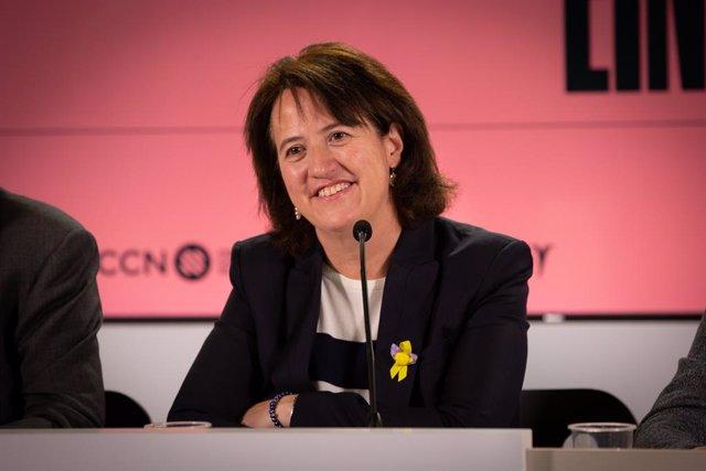 La presidenta de l'Assemblea Nacional Catalan (ANC), Elisenda Paluzie, ofereix declaracions als mitjans de comunicació tra la victòria dels independentistes en les eleccions a la Cambra de Comerç.