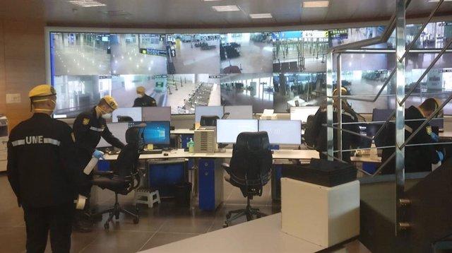 La UME desinfecta zones restringides de l'Aeroport de Barcelona