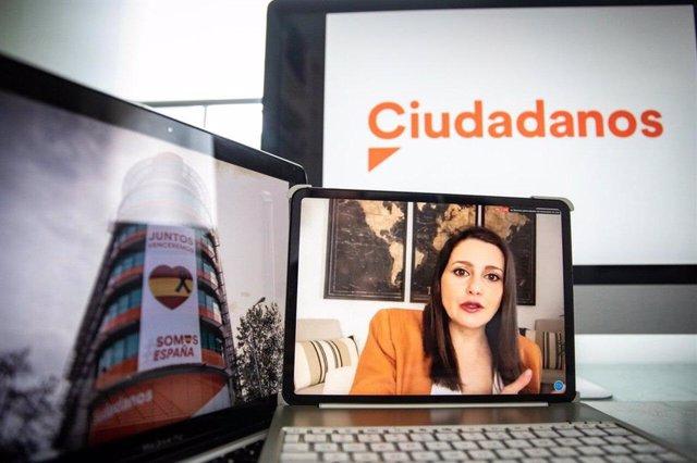 La presidenta de Ciudadanos y portavoz en el Congreso de los Diputados, Inés Arrimadas, en una rueda de prensa telemática.