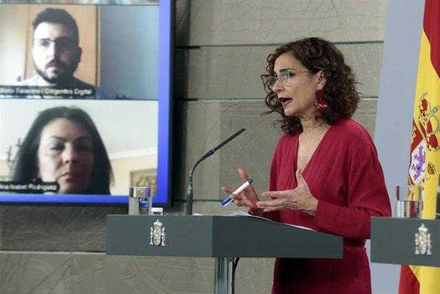 La portavoz del Gobierno, María Jesús Montero, durante la rueda de prensa por videoconferencia con los medios programada para explicar la última hora sobre la situación que atraviesa España por el coronavirus. En Madrid, (España), a 17 de abril de 2020.