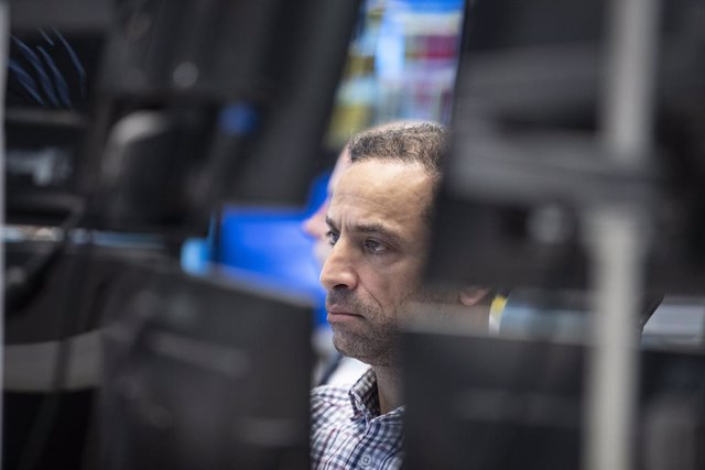 12 March 2020, Hessen, Frankfurt_Main: A stock trader looks at monitors in the trading room of the Frankfurt Stock Exchange. Germany's DAX index of 30 blue-chip companies has dropped below 10,000 points for the first time since mid-2016. Photo: Boris Roes