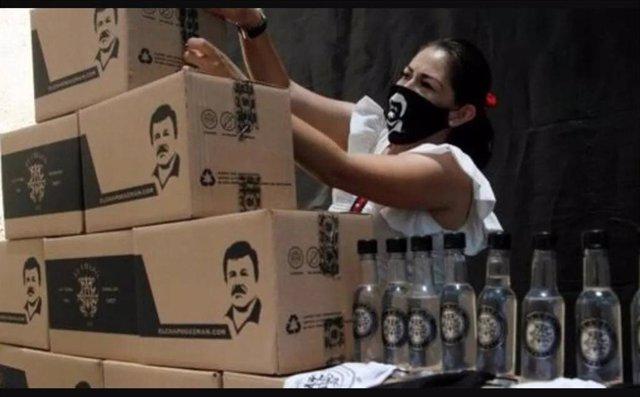 Cajas de suministros con la cara de 'El Chapo' Guzmán repartidas en México