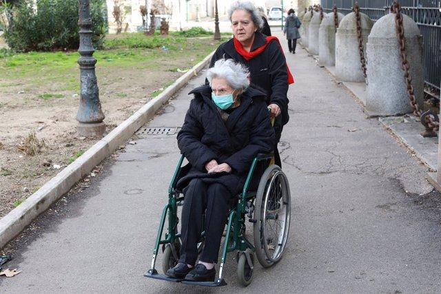 Coronavirus.- Los mayores de 70 años deberán pedir permiso para salir a la calle