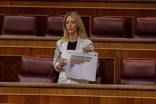 La portavoz parlamentaria del Partido Popular, Cayetana Álvarez de Toledo, interviene durante la primera sesión de control al Ejecutivo celebrada en el Congreso desde que se declaró el estado de alarma el pasado 14 de marzo,