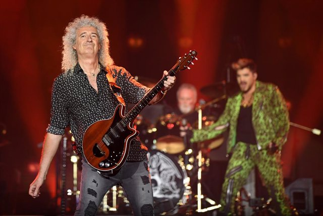 Brian May (left) and Adam Lambert of Queen performs during the Fire Fight Australia bushfire relief concert at ANZ Stadium in Sydney, Sunday, February 16, 2020. (AAP Image/Joel Carrett) NO ARCHIVING