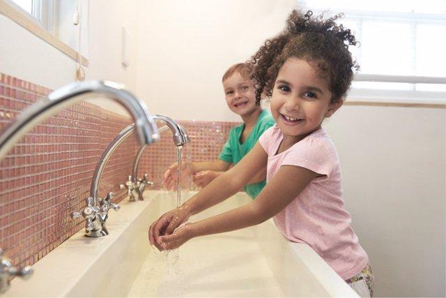 El lavado de manos como clave en la prevención de infecciones respiratorias durante el invierno.