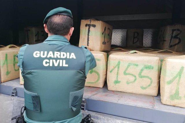 Imagen de archico de droga alijada en las costas de Cádiz