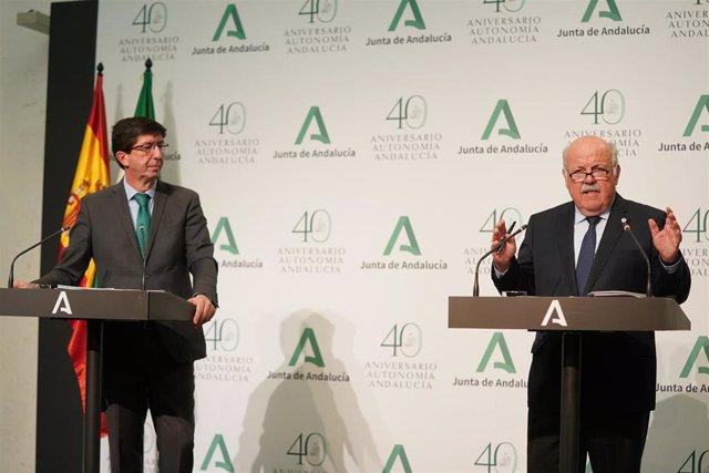 El vicepresidente de la Junta de Andalucía, Juan Marín, y el consejero de Salud y Familias, Jesús Aguirre, en la rueda de prensa tras la reunión del gabinete de crisis del coronavirus.