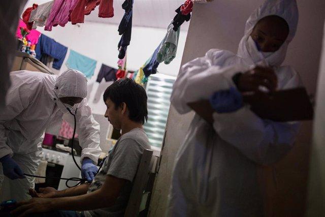 Pruebas del coronavirus en una favela de Sao Paulo (Brasil)