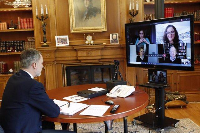 VÍDEO: El presidente mundial de Microsoft traslada al Rey las medidas de la empr