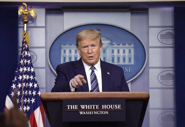 Coronavirus.- Trump aclara que la suspensión de la inmigración se aplicará a la