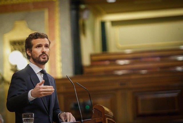 El líder del PP, Pablo Casado, interviene en el Pleno del Congreso que debate la tercera prórroga del estado de alarma. Madrid, 22 de abril de 2020.