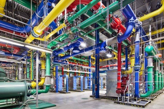 Google coordina sus centros de datos para que trabajen más a las horas que haya