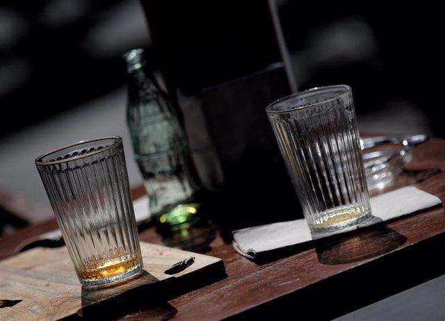 Gots en una taula d'un bar (foto de recurs)